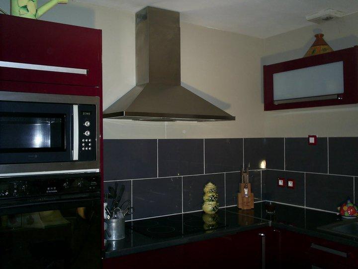 De quelle couleur faire les murs pour une cuisine rouge for Meuble cuisine hygena