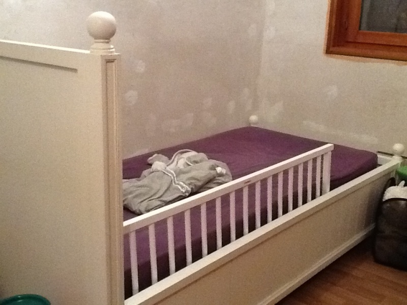 lit bebe quel age. Black Bedroom Furniture Sets. Home Design Ideas