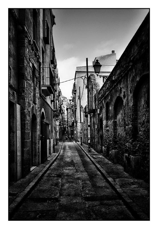 Sombre ruelle de barcelonne - Dessin sombre ...