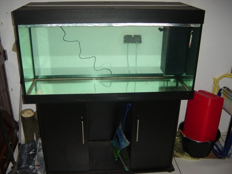 vends aquarium juwel rio 300. Black Bedroom Furniture Sets. Home Design Ideas