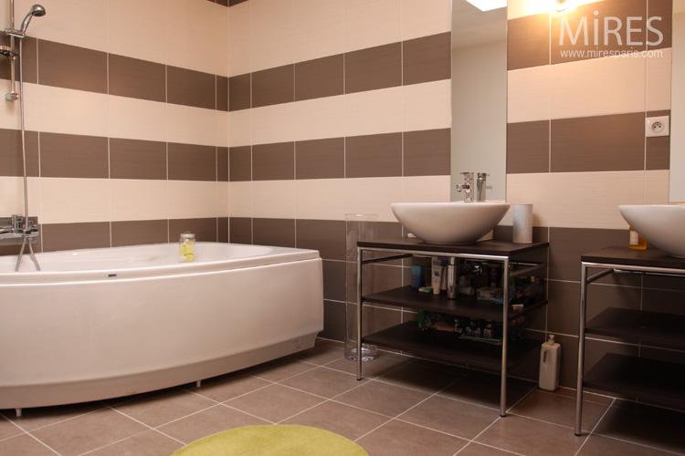 Besoin de vos lumi res d coration salle de bain - Salle de bain chocolat et blanc ...