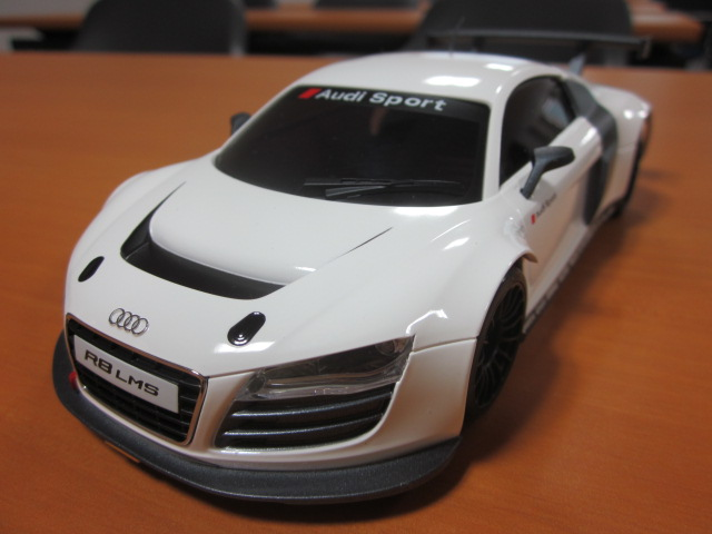 nouvelle carrosserie audi r8 lms blanche. Black Bedroom Furniture Sets. Home Design Ideas