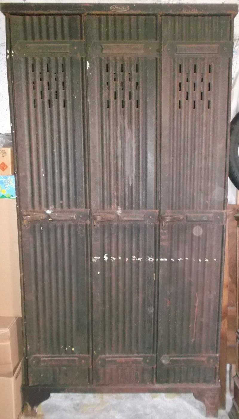 ancien vestiaire strafor. Black Bedroom Furniture Sets. Home Design Ideas