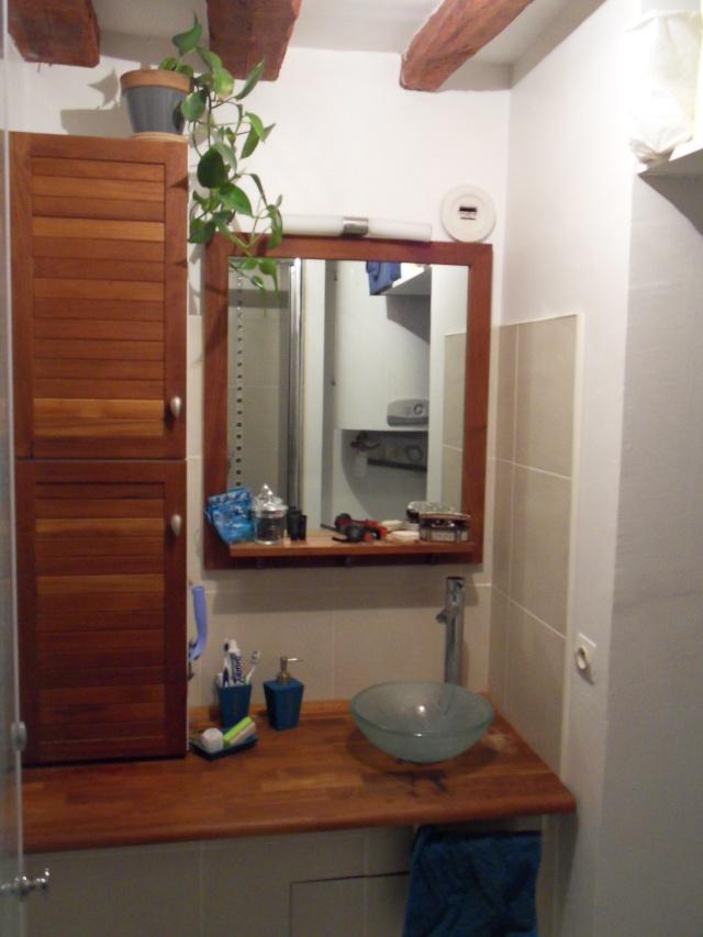 Cacher les tuyaux luminaire salle de bain - Luminaire plafond salle de bain ...